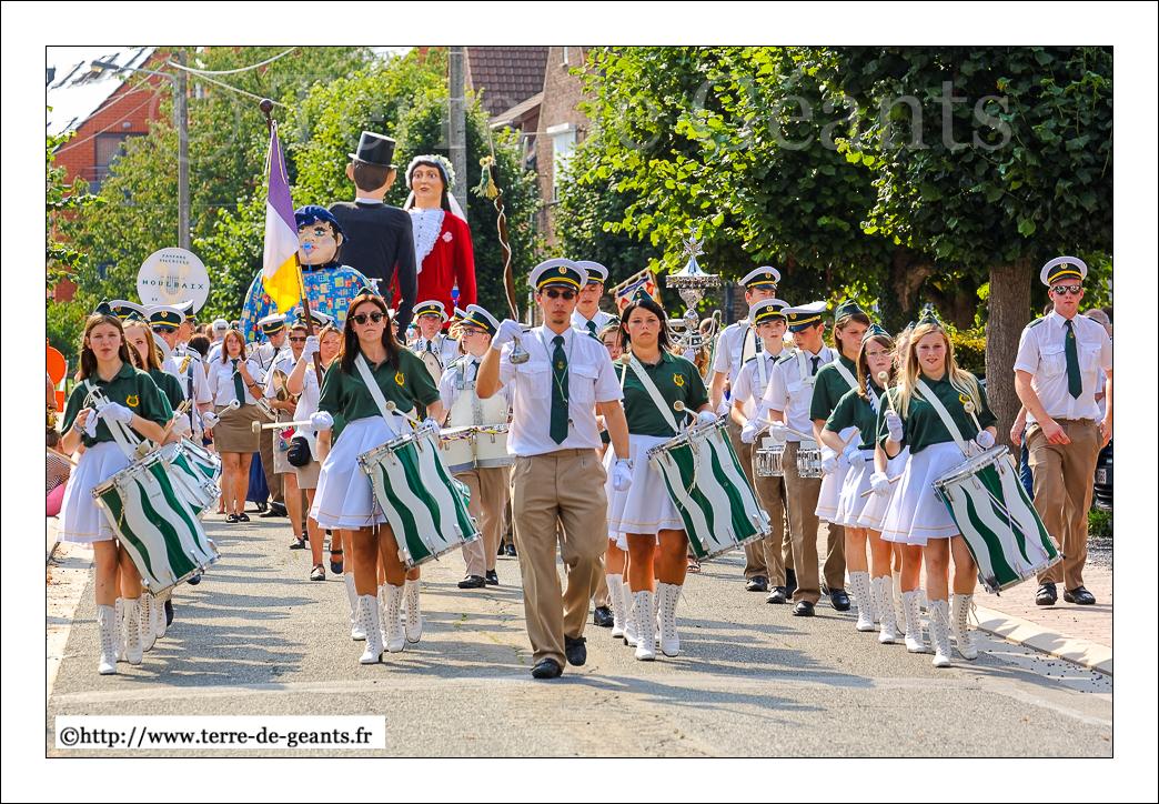 Les fanfares et harmonies, ici la Royale Union des Fanfares Ste Cécile de Moulbaix (Ath), ont mené la danses des Géants.