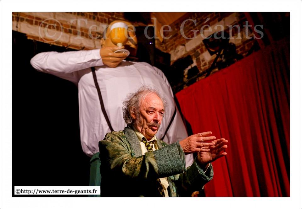 Gilles Defacque tente d'amener les spectateurs à devenir des figurants de son clip